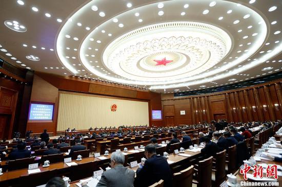 2月24日,十二届全国人大常委会第二十六次会议在北京人民大会堂闭幕。<a target='_blank' href='http://www.chinanews.com/'>中新社</a>记者 盛佳鹏 摄
