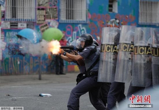 巴西圣保罗,当地警方对著名的贫民窟及毒品交易市场Cracolandia进行清查,扫清毒贩及毒品使用者。
