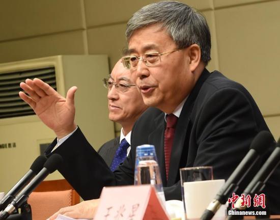 中国银行业监督管理委员会主席郭树清。中新社记者 张勤 摄