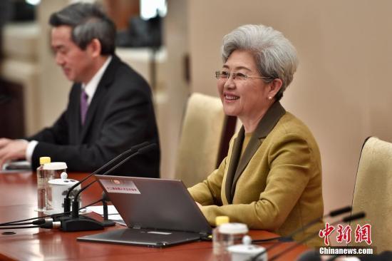 3月4日,十二届全国人大五次会议在北京人民大会堂举行新闻发布会。大会发言人傅莹就大会议程和人大工作相关的问题回答中外记者的提问。记者 金硕 摄