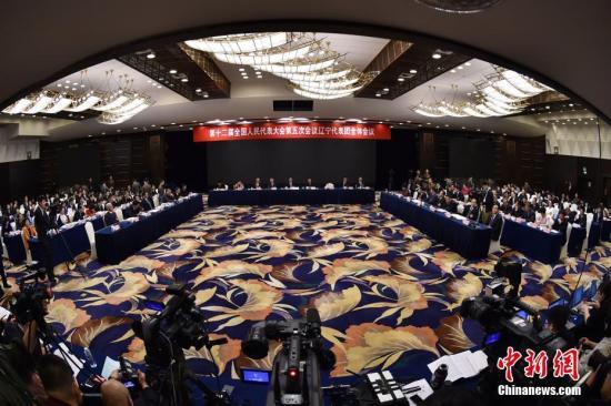 资料图:3月5日,十二届全国人大五次会议辽宁代表团举行全体会议。 记者 金硕 摄