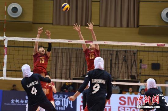 3月5日,第十一届亚洲U18女子排球锦标赛在重庆渝北区开赛。在未来9天时间里,来自亚洲11个国家和地区的代表队将进行角逐。在当天已结束的A组小组赛上,中国队凭借绝对优势,以大比分3:0轻松将伊朗队击败。 蒋兴宇 摄