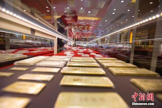 黄金柜台。(资料图) 张云 摄
