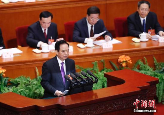 3月8日,十二届全国人大五次会议在北京人民大会堂举行第二次全体会议。全国人大常委会副委员长李建国作中华人民共和国民法总则草案的说明。 记者 杜洋 摄