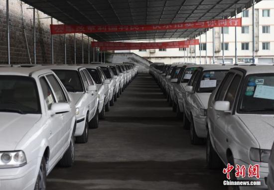 资料图:重庆二手车市场。