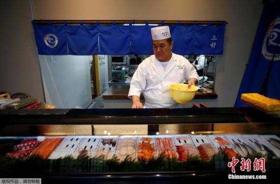 日本寿司厨师藤田,曾经是福岛的居民,在遭受到地震海啸和辐射等一系列灾难之后,他在东京开始新的生活。