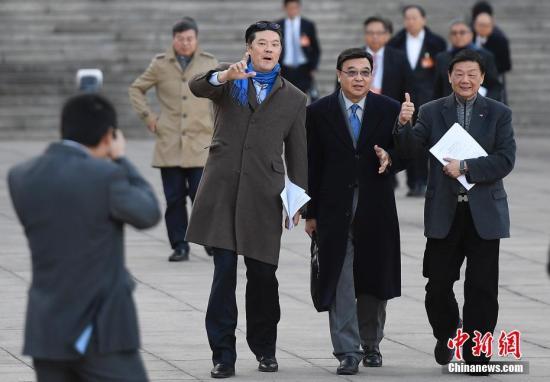 资料图:香港代表姚祖辉(左)。 <a target='_blank' href='http://www.chinanews.com/'>中新社</a>记者 韦亮 摄