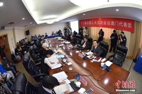 3月9日,十二届全国人大五次会议澳门代表团全体会议向媒体开放。 记者 金硕 摄