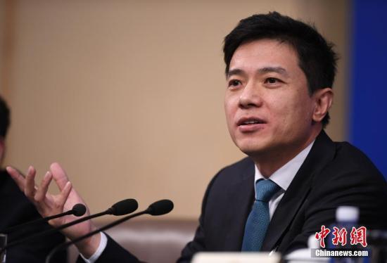资料图 李彦宏回答记者提问。<a target='_blank' href='http://www.chinanews.com/'>中新社</a>记者 侯宇 摄