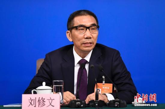 3月10日,十二届全国人大五次会议新闻中心举行记者会,图为刘修文回答记者提问。记者 韦亮 摄