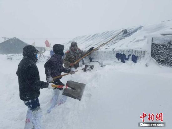 3月11日上午,聂拉木方向大雪。杜皓东 摄