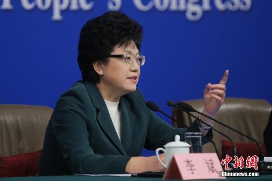 3月11日,十二届全国人大五次会议新闻中心举行记者会,国家卫生计生委主任李斌回答中外记者的提问。记者 泱波 摄