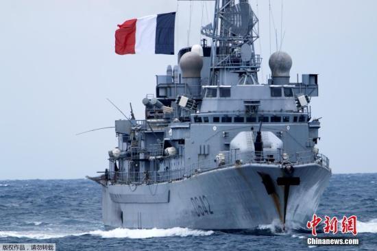 """当地时间3月13日,北约在意大利卡塔尼亚海域举行代号为""""Dynamic Manta 2017""""海军反潜联合演习。图为法国卫护舰""""Montcalm""""号参加反潜演习。"""