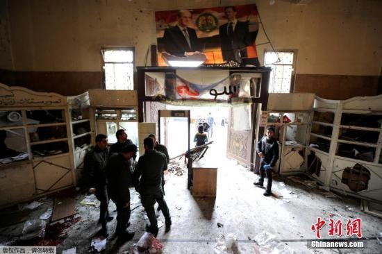 据大马士革警察局长表示,这名袭击者当日身着军人制服,并手持猎枪和手榴弹走进法院大厦入口。警方觉得其形迹可疑,在对其进行盘问和检查时,这名袭击者随即强行闯入大厦内,并引爆身上的炸弹。