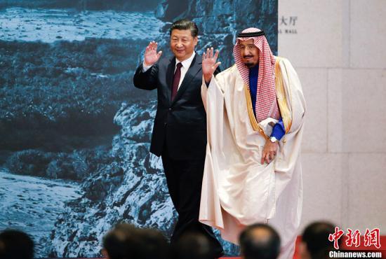 """3月16日,中国国家主席习近平同沙特阿拉伯王国国王萨勒曼共同出席了在国家博物馆举行的""""阿拉伯之路――沙特出土文物展""""闭幕式。记者 刘震 摄"""