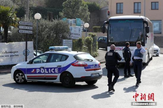 据路透社报道,法国政府在格拉斯枪击事件发生后,启动了恐袭预警。