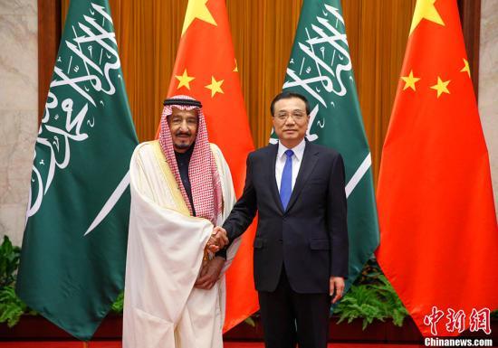 3月17日,中国国务院总理李克强在北京人民大会堂会见沙特阿拉伯王国国王萨勒曼。中新社记者 刘震 摄