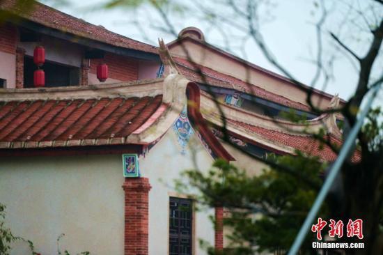 极具闽南文化元素的沿江建筑。 王东明 摄