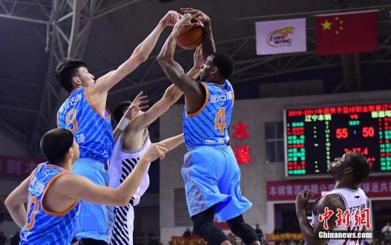 资料图:新疆男篮在夺冠次年首轮出局。 <a target='_blank' href='http://www.chinanews.com/'>中新社</a>记者 于海洋 摄