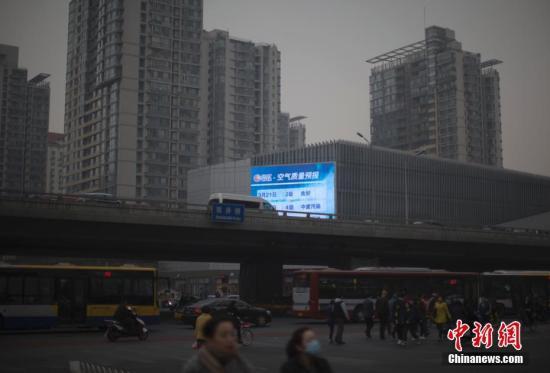 资料图:北京遭遇雾霾天。 中新社记者 刘关关 摄
