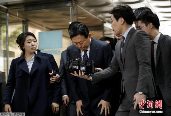 韩国检察官对乐天集团的三起案件提出了多项指控,包括贪污和违反信任,据称他们盗用了数百亿韩元的公司资产。