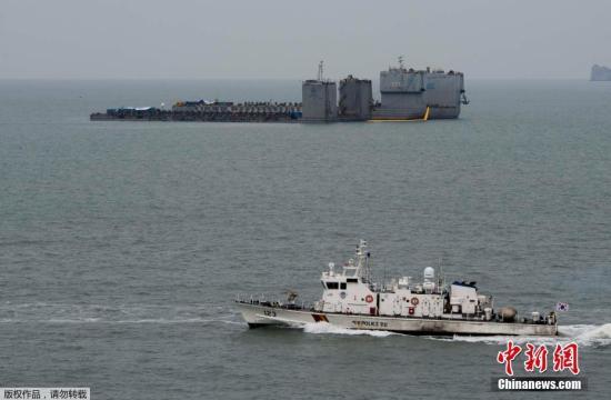 韩国海水部消息称,国内外气象机构当日6时发布的天气预报一致预测,22日至24日的小潮期间,沉船海域浪高不到1米,风速低于每秒10米,满足试捞条件。