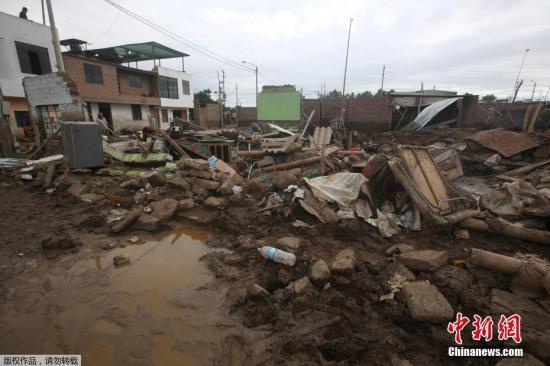 当地时间2017年3月21日,秘鲁安卡什,秘鲁连降暴雨引发洪涝灾害,街头一片狼藉。