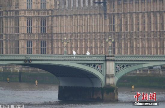 英国外交大臣:打击极端组织不能仅靠军事行动