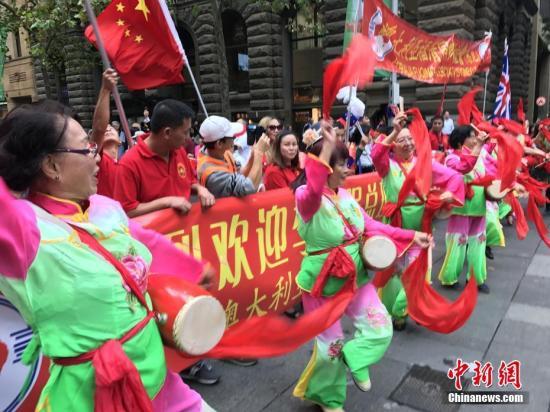 中国总理李克强3月24日抵达悉尼,受到当地华人的热情欢迎。 中新社记者 赖海隆 摄