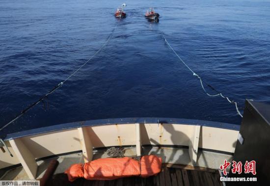据路透社报道,一同参与救援的意大利海岸护卫队发言人证实了五人死亡的消息。