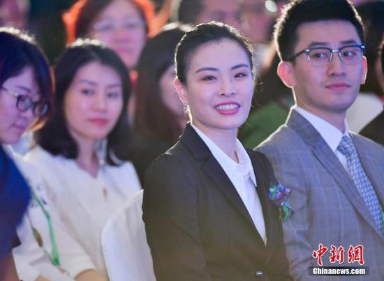 跳水女皇吴敏霞结束8年恋爱长跑终嫁人 邓超送祝福