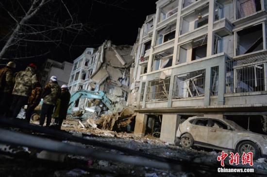 3月25日,发生爆炸的楼体。当日,内蒙古自治区包头市土右旗一居民小区发生爆炸。<a target='_blank' href='http://www.chinanews.com/'>中新社</a>记者 刘文华 摄