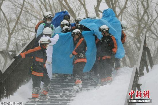 """当地时间3月27日上午9时20分左右,日本栃木县那须町的""""那须温泉家庭滑雪场""""发生雪崩。"""