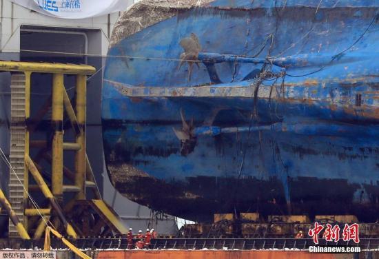 """海水部预计排水工作将耗时3-5天,""""世越""""号最快将于28日出发前往木浦。目前,""""世越""""号所在海域距离木浦港87公里。"""