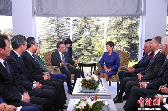 当地时间3月28日下午,中国国务院总理李克强在奥克兰总督府会见新西兰总督雷迪。 中新社记者 刘震 摄