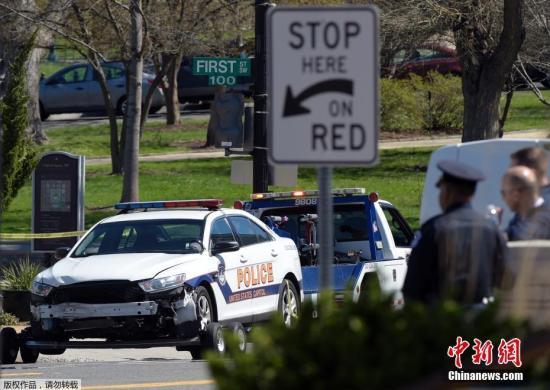 据称,警方在短暂的追捕过程中开了枪,但无人伤亡。目前该名女司机已经被逮捕,国会山警察局犯罪调查部门正在进行相关调查。