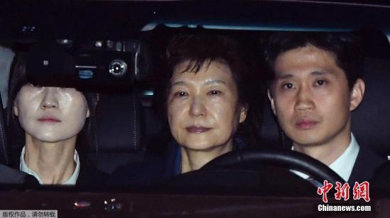 2017年3月31日,韩国法院决定,批准拘捕前总统朴槿惠。朴槿惠由此成为韩国1997年建立逮捕必要性审查制度以来,首位受审、并被批捕的前总统。