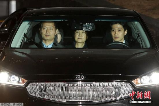 """朴槿惠被送往首尔拘留所。她的密友、""""亲信门""""主角崔顺实也被关押在该看守所内。"""