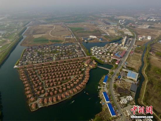 资料图:河北省白洋淀景区吸引了众多游客前来观光旅游。张帆 摄