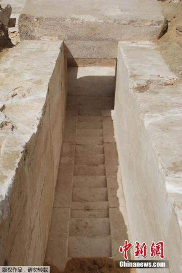 """据报道,金字塔内部结构""""非常完整"""",目前考古人员仍在对入口通道和墓室进行发掘。"""