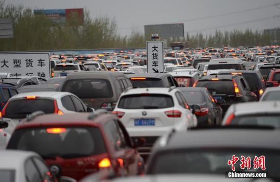 端午假期高速路不免费 北京明早京承京藏多条高速拥堵
