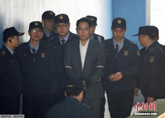 当地时间2017年4月7日,韩国首尔,首尔中央地方法院对包括三星副会长李在�F在内的4名三星集团高管进行开庭审理。这是李在�F首次以被告人的身份出庭受审。