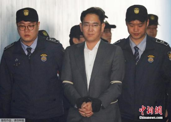 当地时间2017年4月7日,韩国首尔,首尔中央地方法院对包括三星副会长李在镕在内的4名三星集团高管进行开庭审理。这是李在镕首次以被告人的身份出庭受审。
