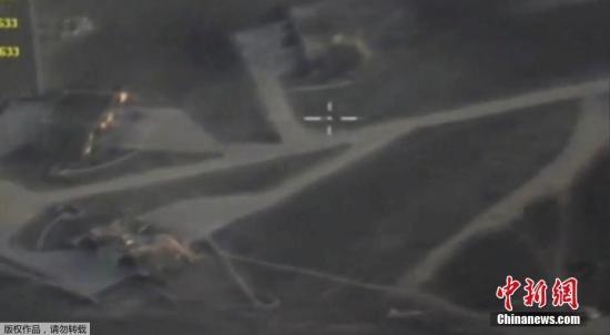 4月7日凌晨,美国海军舰船发射巡航导弹对叙政府军一座基地实施了打击。五角大楼称共发射了59枚导弹。据称,美国的打击目标是叙沙伊拉特机场。