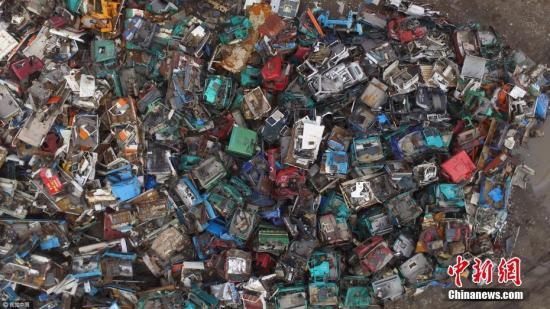 资料图:东营最大报废汽车回收处。陈宁 摄 图片来源:视觉中国