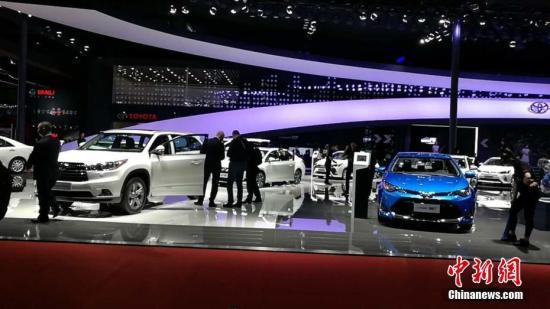 资料图:上海国际车展展出的汽车。中新经纬客户端记者 罗琨 摄