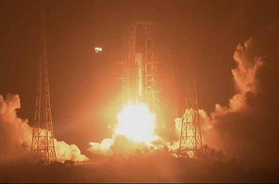 """""""天舟一号""""于4月20日晚间19时41分在海南文昌航天发射场发射升空。(视频截图)"""