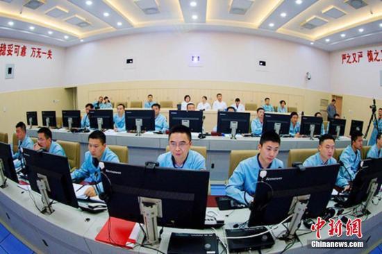 4月21日,远望七号船圆满完成天舟一号货运飞船海上测控任务。据了解,圆满完成天舟一号货运飞船海上测控任务的远望7号船将调整航向返回中国卫星海上测控部码头。路恒 摄