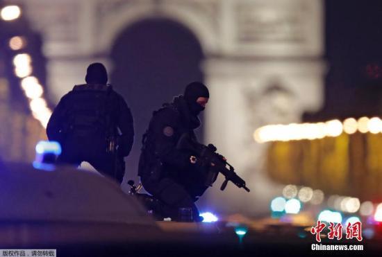 法国首都巴黎著名商业街香榭丽舍大道4月20日晚发生枪击事件,造成警察一死两伤,枪手也被警方开枪击毙。
