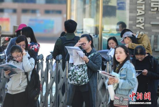 资料图:公务员考试。 中新社记者 张勇 摄